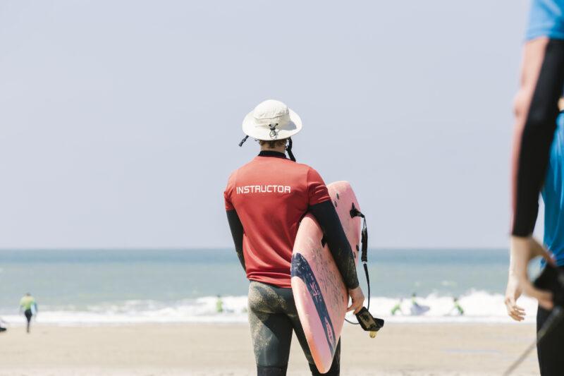 Surfinstructeur worden bij Ripstar: wij bieden cursussen en bijscholingen.