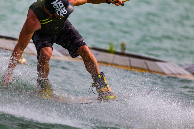 Wakeboarder op het wakeboard kamp van Ripstar bij Down Under