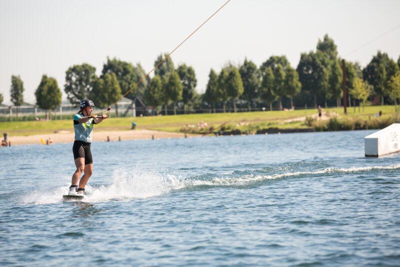 Wakeboarder op het wakeboard kamp van Ripstar bij Down Under. Leren wakeboarden!